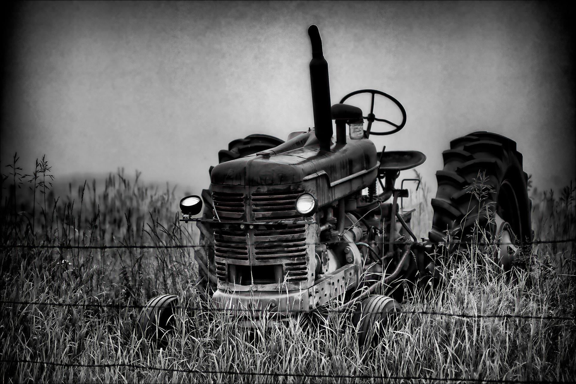 Old Tractor Farm Old Tractor Farm HD Wallpaper 1922x1282