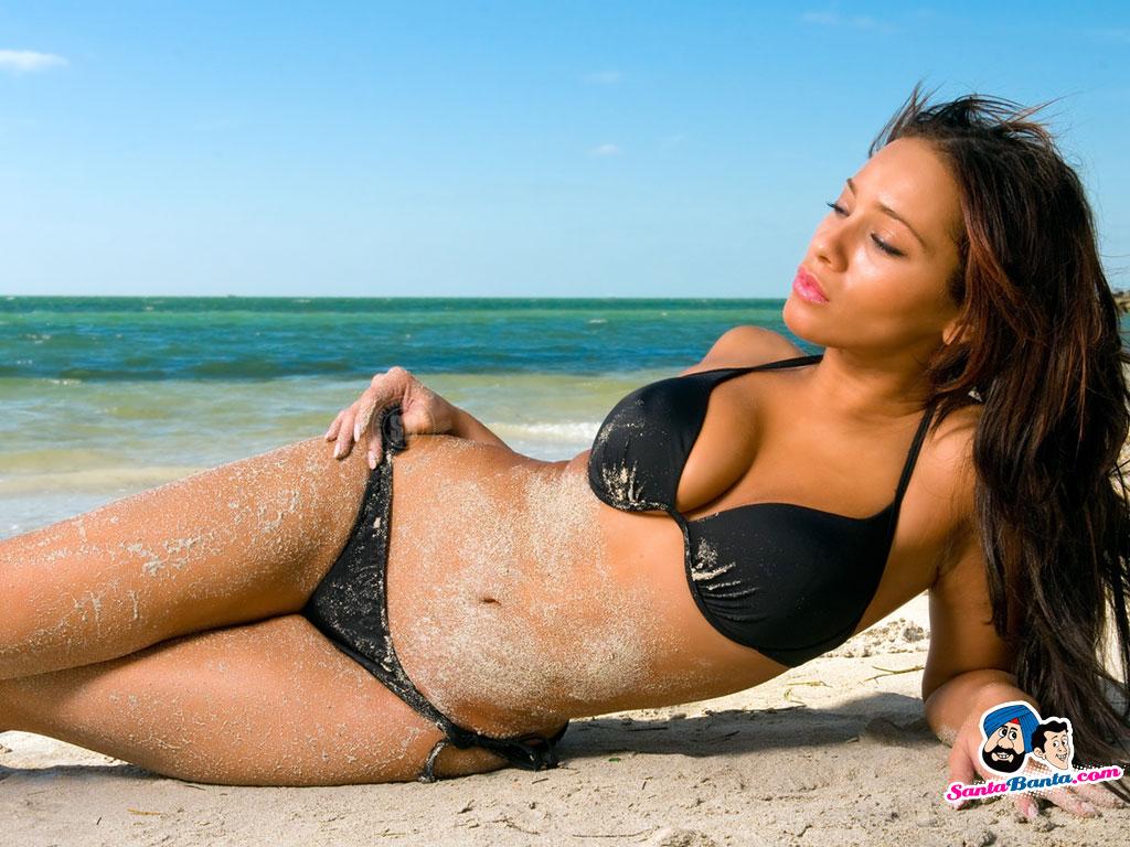 Bikini Wallpaper 136 1024x768