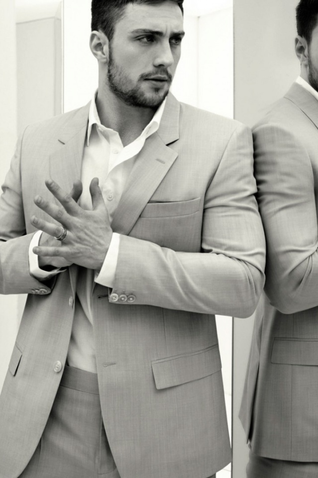640x960 Aaron Taylor Johnson Light Grey Suit Iphone 4 640x960