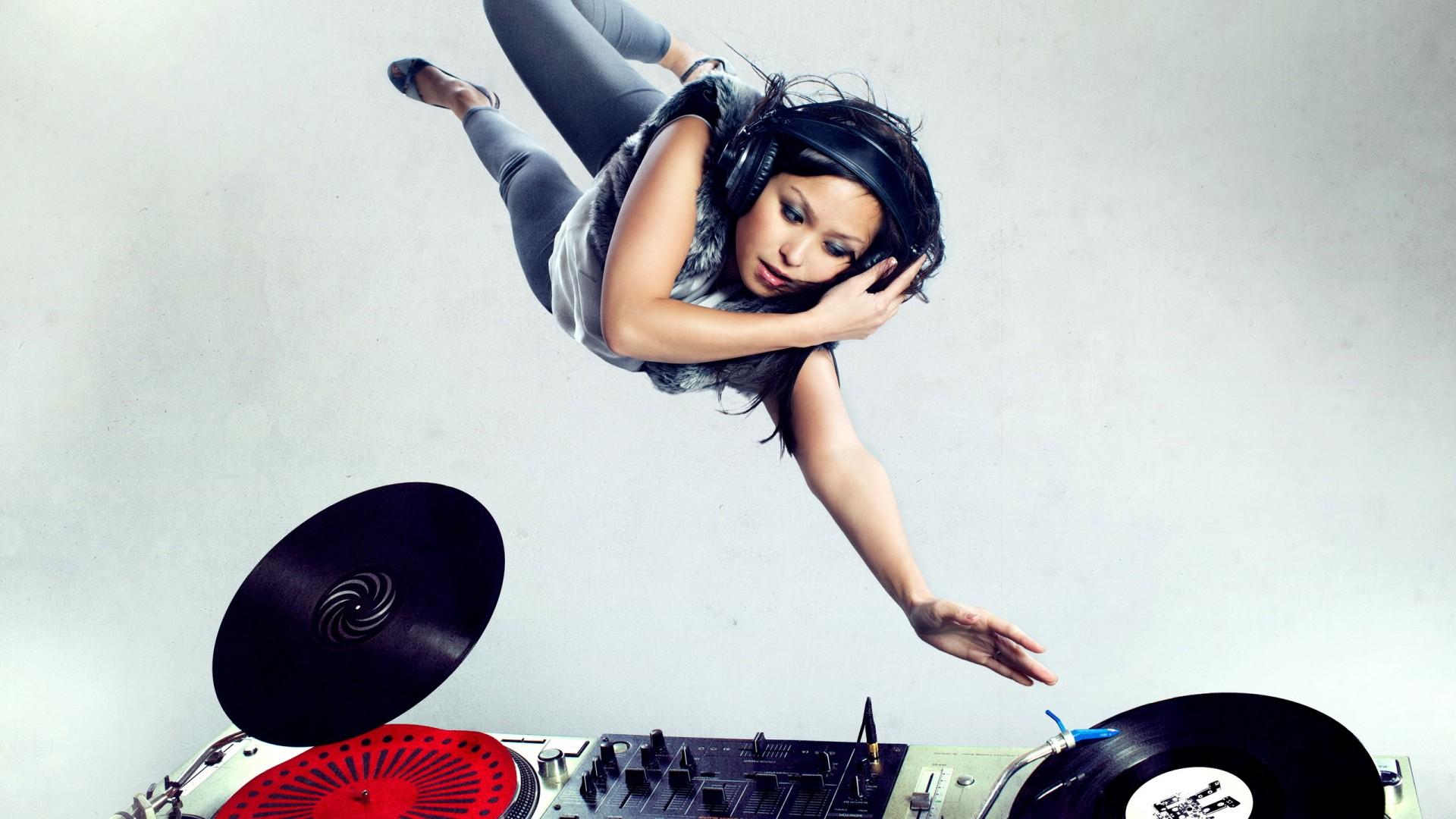 Girl DJ Wallpaper HD -...