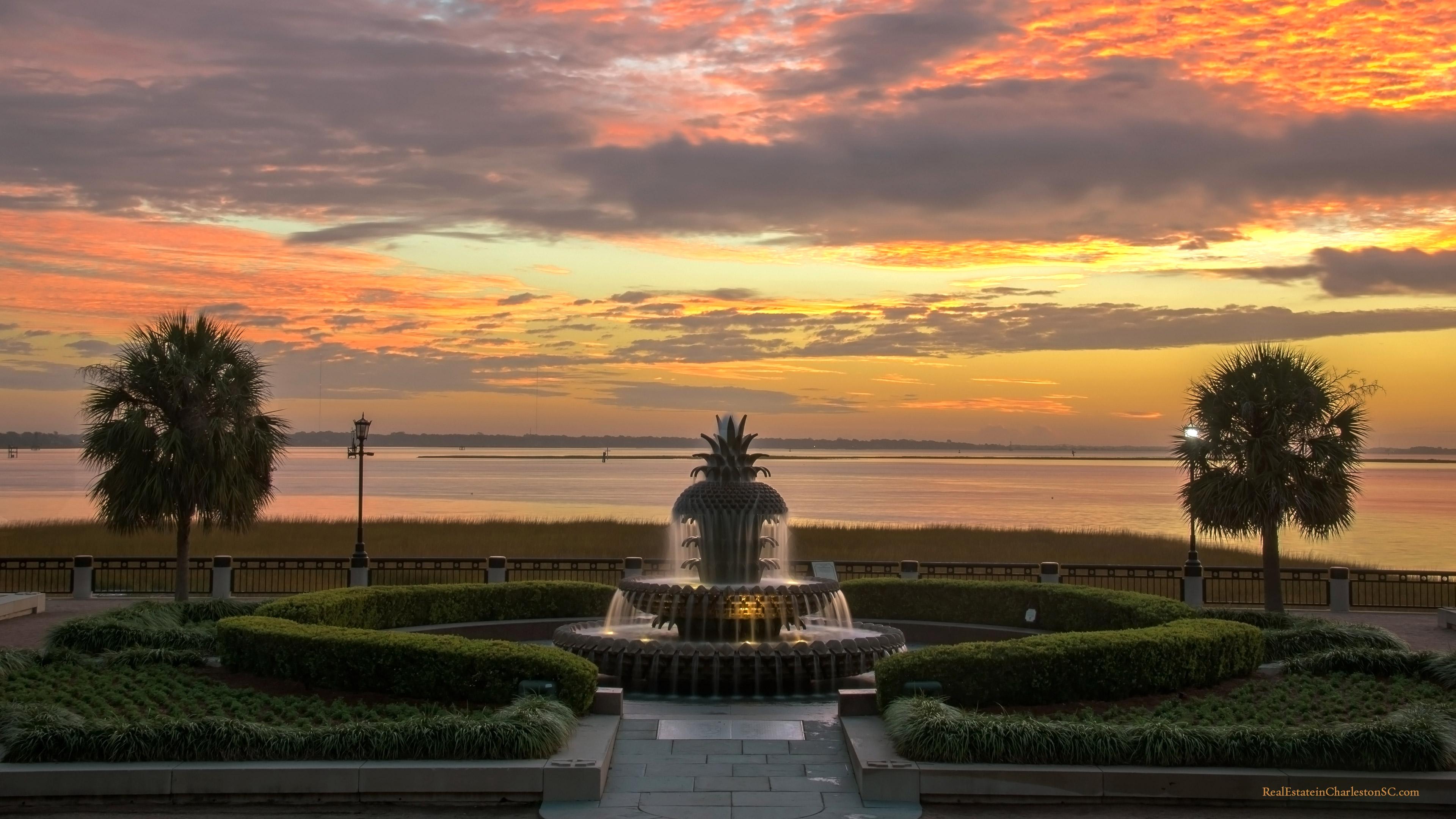 Charlestons Pineapple Fountain Dusk 3840x2160