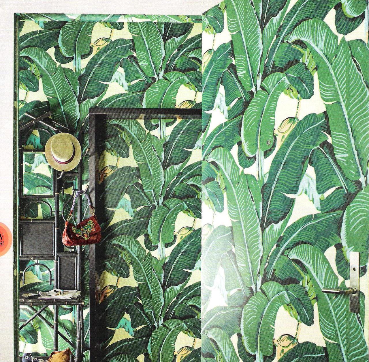 de jungle met het Martinique Banana Leaf wallpaper van Hinson   Roomed 1280x1254