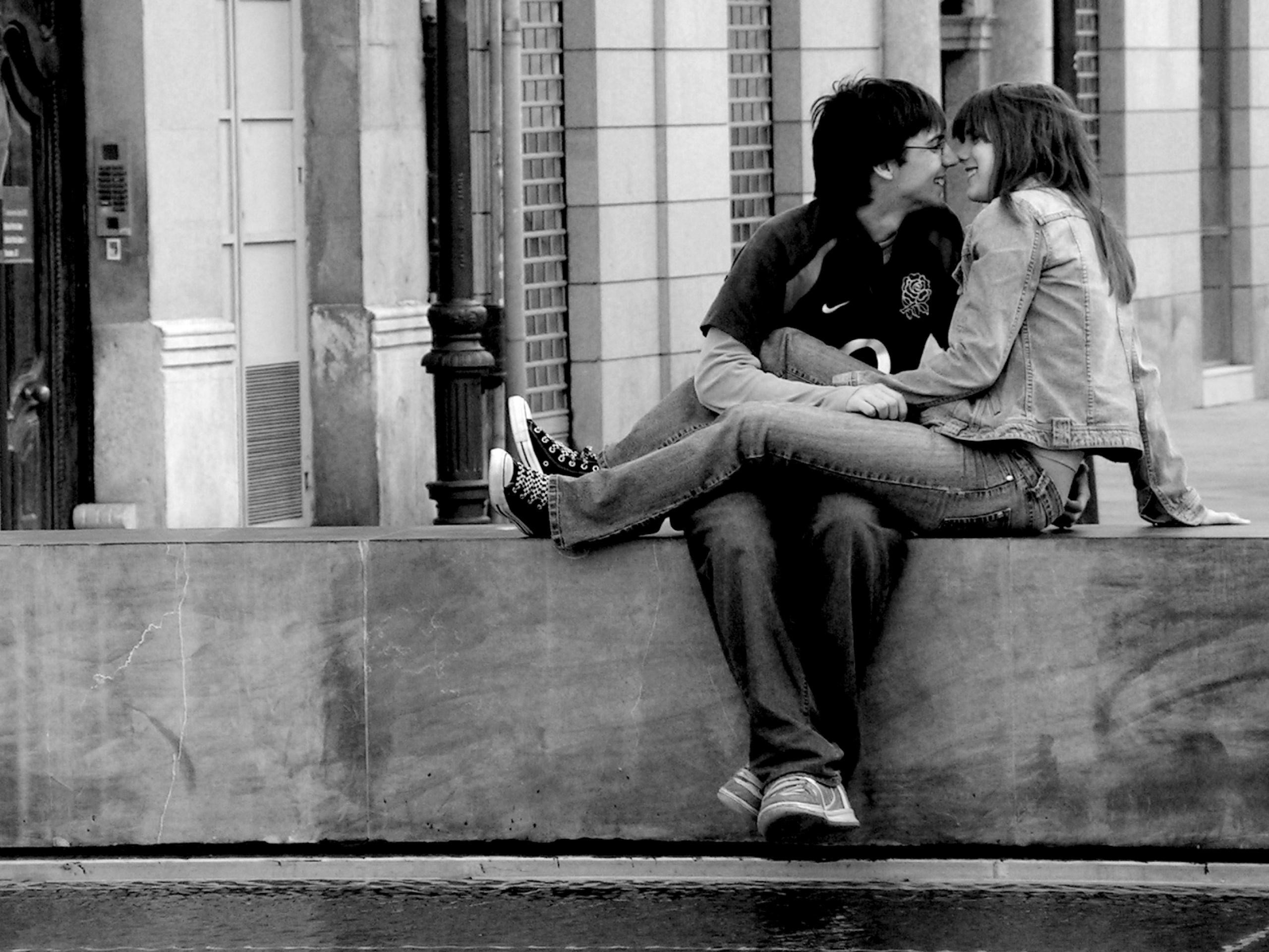 Romantic Couple Love Black and White Wallpaper HD Wallpapers 2560x1920