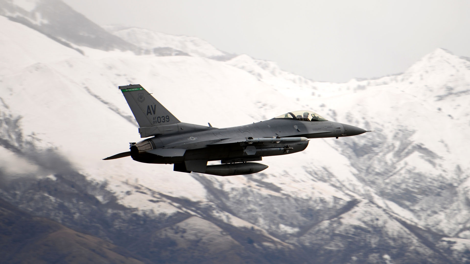 35+] General Dynamics F-16 Fighting Falcon Wallpapers on