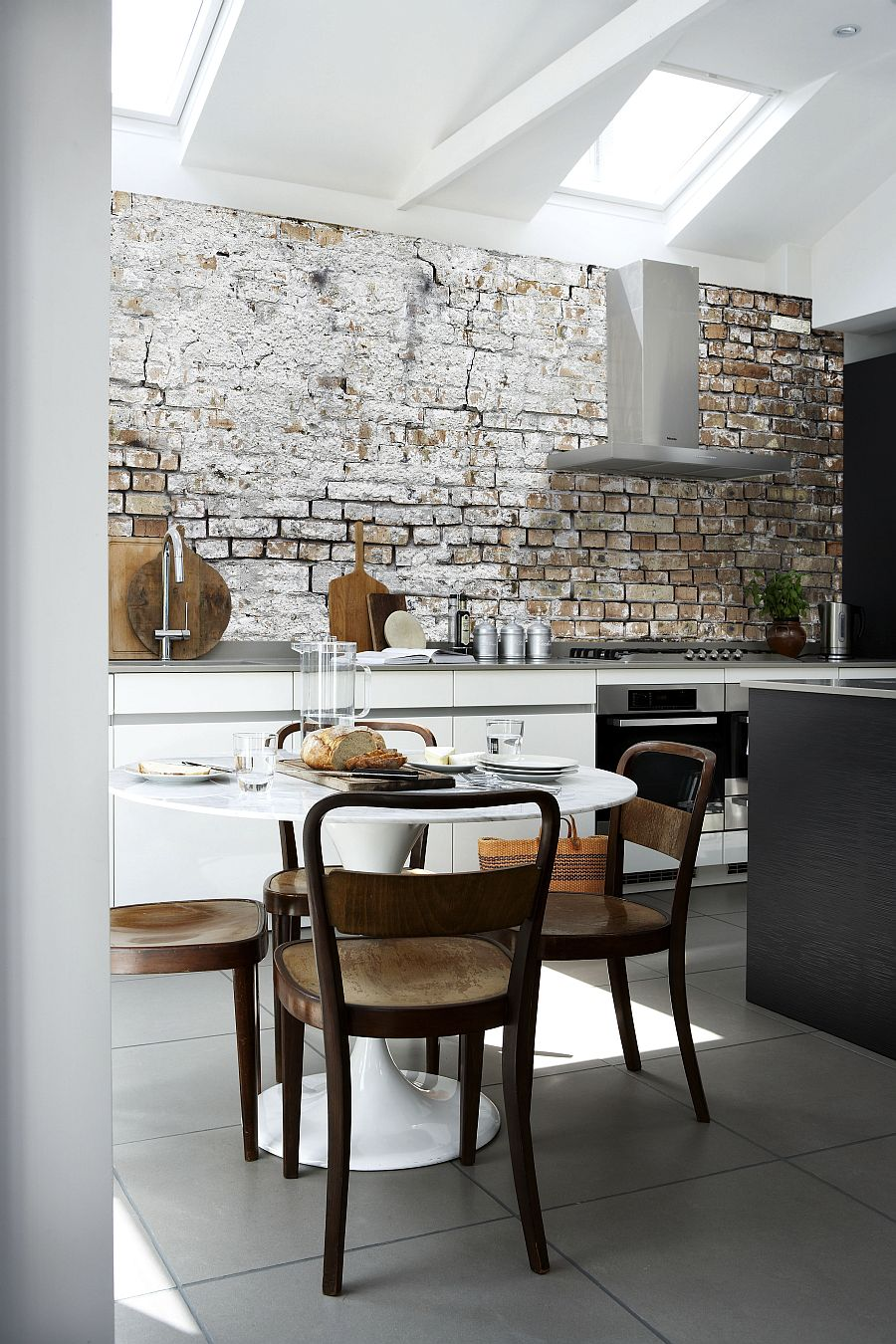 Aged Brick Wall Wallpaper In The Kitchen Combines Two Hot Design 900x1350