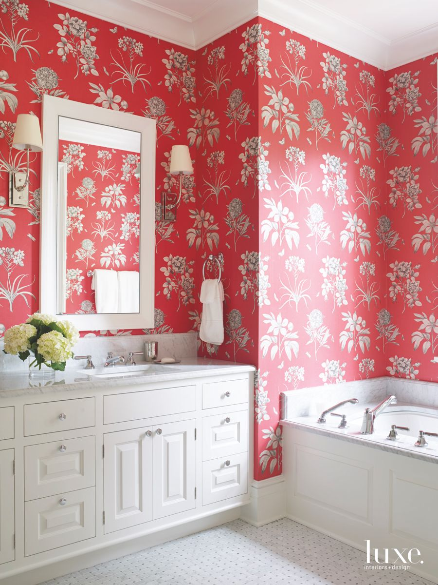 Vibrant Red Floral Wallpaper with Mirror and Soaking Tub   Luxe 900x1200
