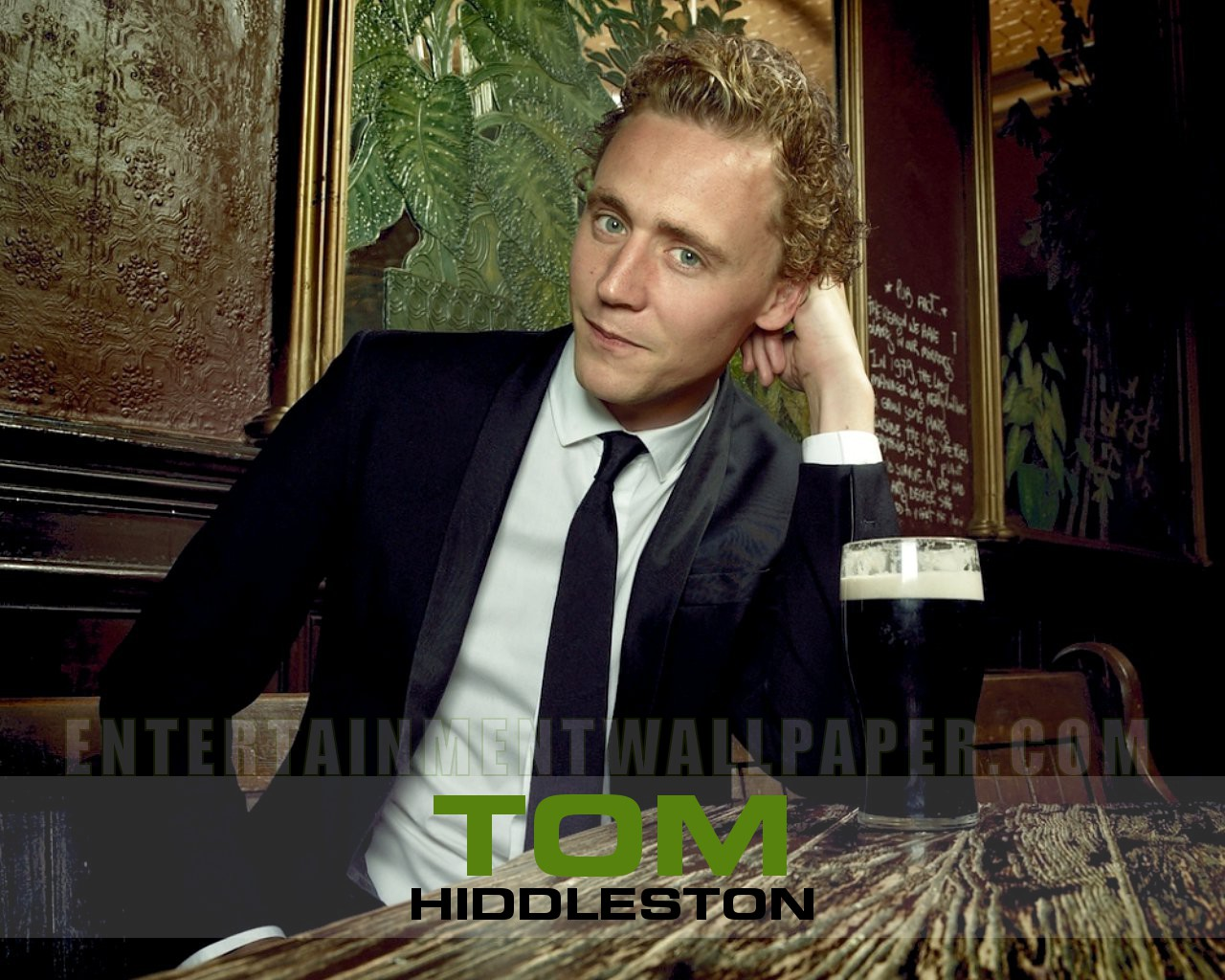 Tom Hiddleston Wallpaper   Tom Hiddleston Wallpaper 31487799 1280x1024