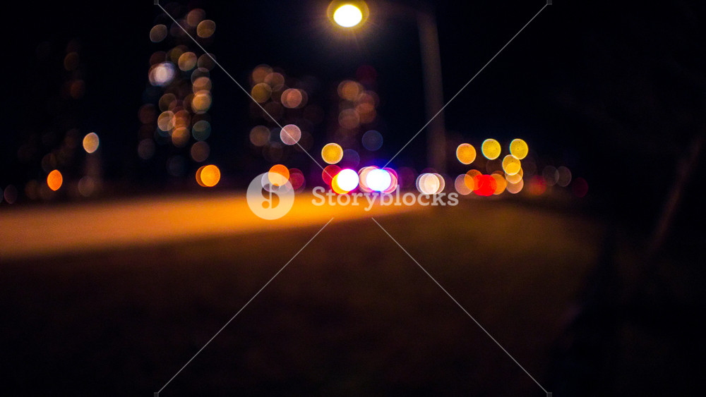 Abstract wide angle background photograph of out of focus lights 1000x563