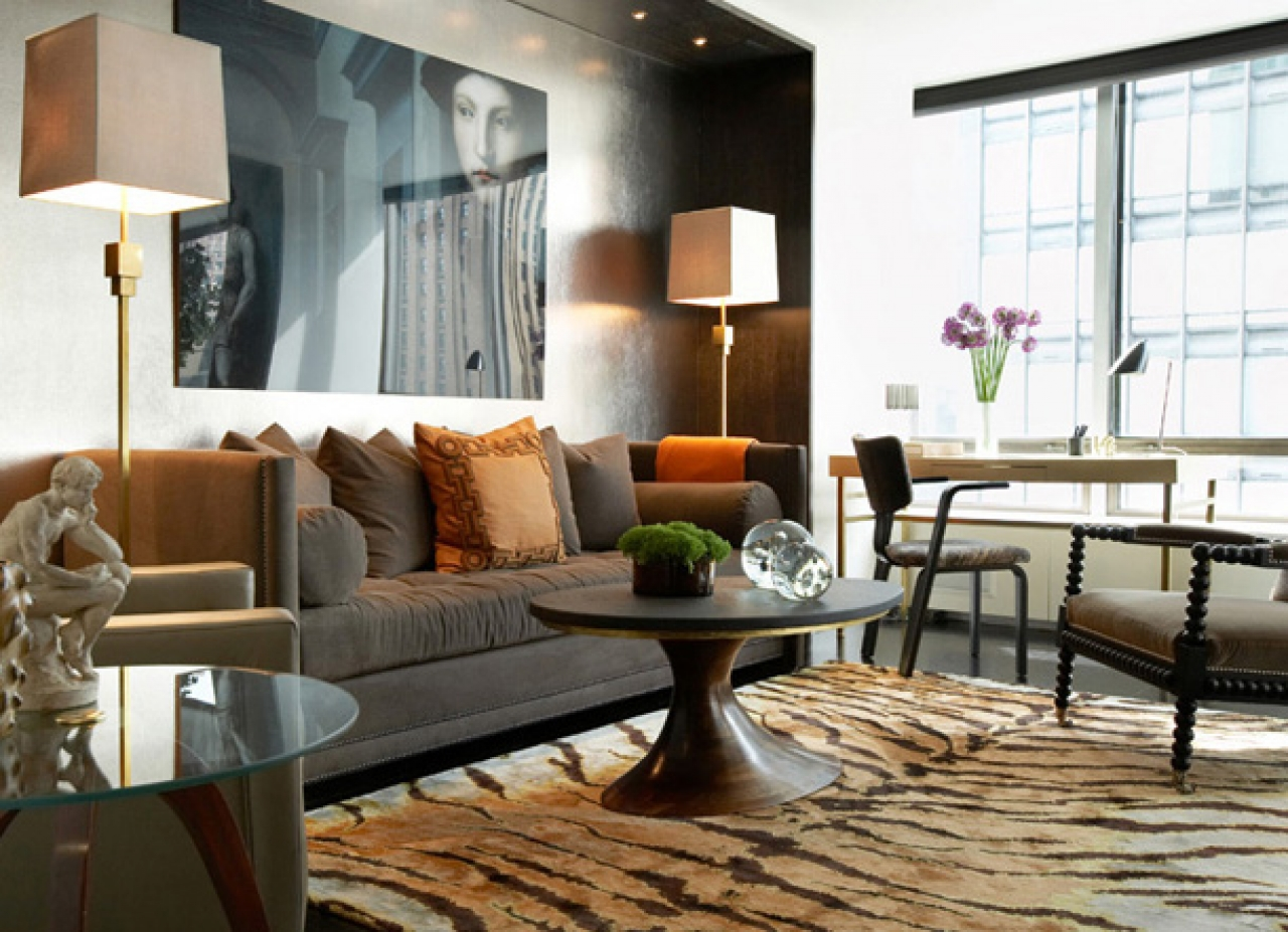 Modern chic masculine living room design silver wallpaper covering 1280x927