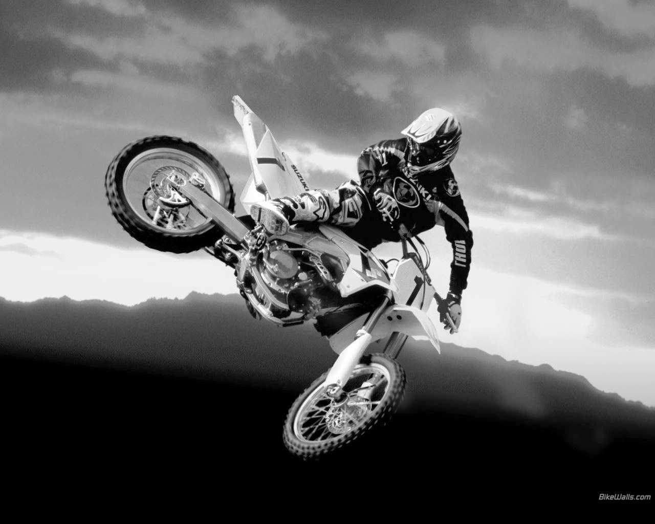 dirt bike 10 A physics bike game - you must use balance and skill to pass each level can you beat it.