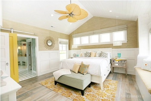 beachy bedroom with grasscloth wallpaper Lake House Pinterest 500x334