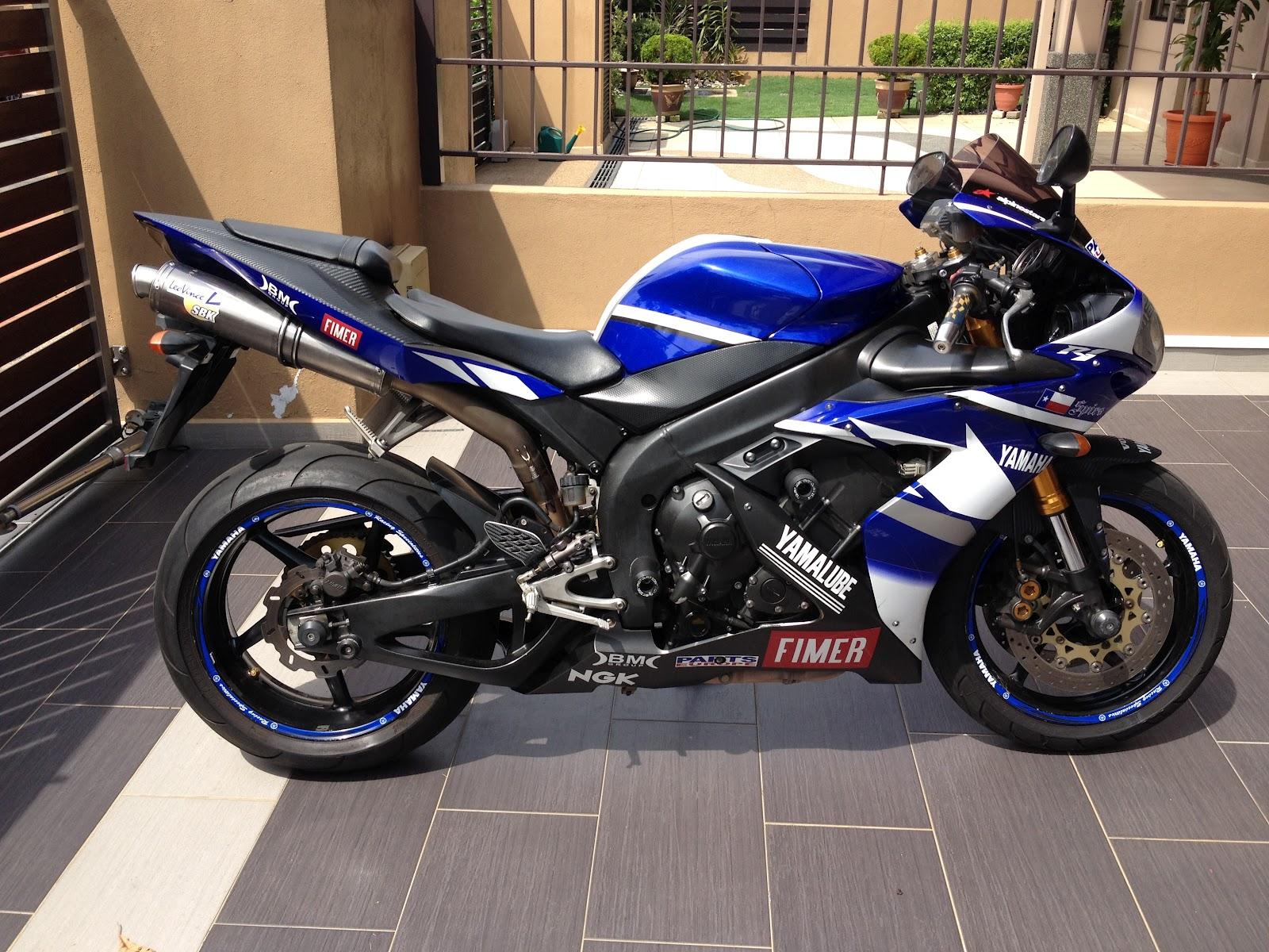 Yamaha R1 2016 1600x1200