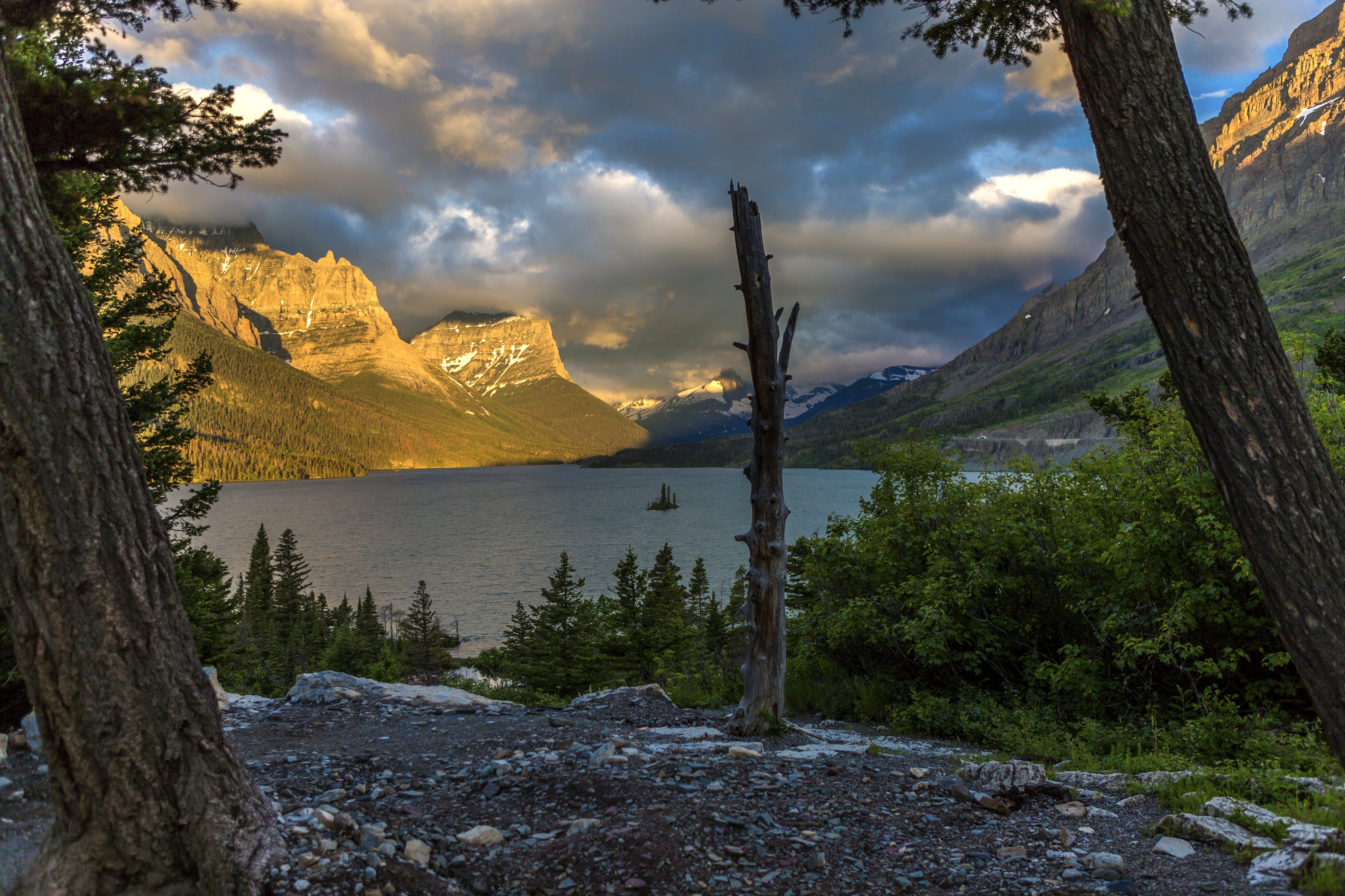 ... montana, lake, mountains, cliffs, clouds wallpapers (photos, pictures
