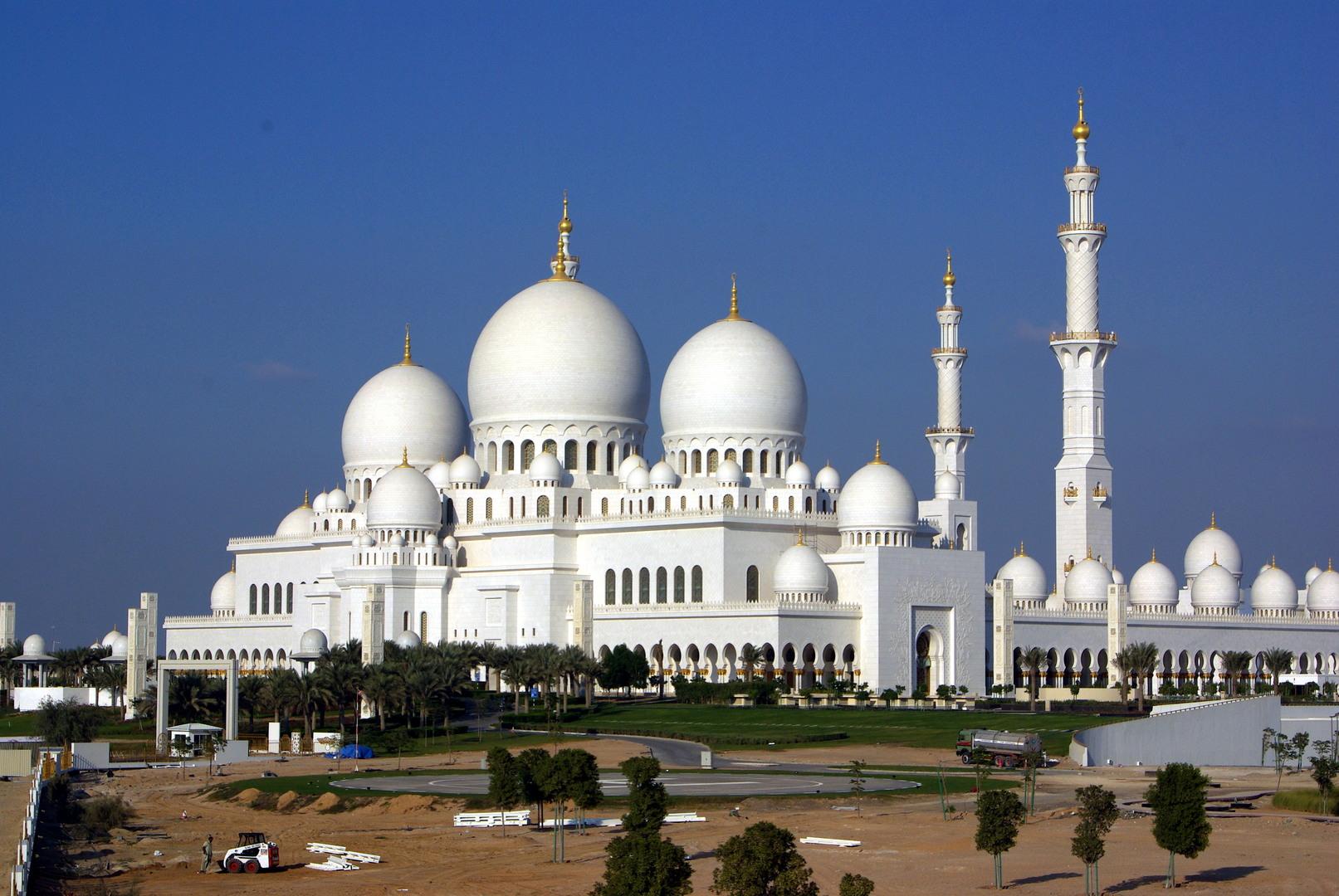 Exterior: Abu Dhabi Wallpaper