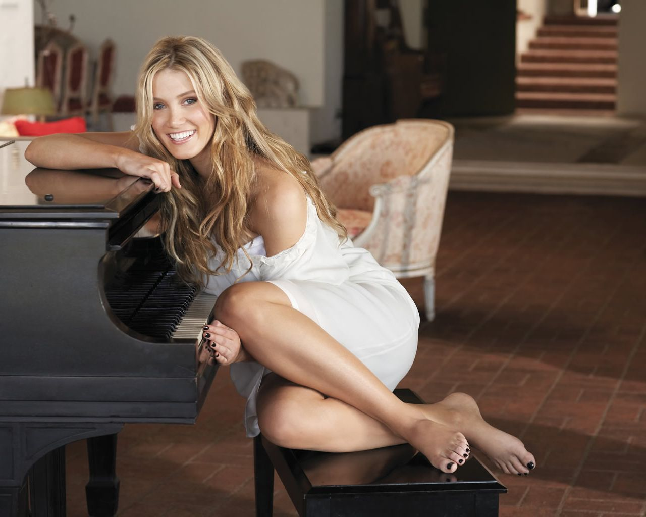 Delta Goodrem Feet Legs And Shoes Photos 1280x1024
