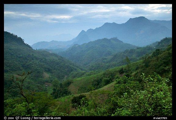 Lush mountain scenery between Moc Chau and Yeu Chau Northwest Vietnam 576x393