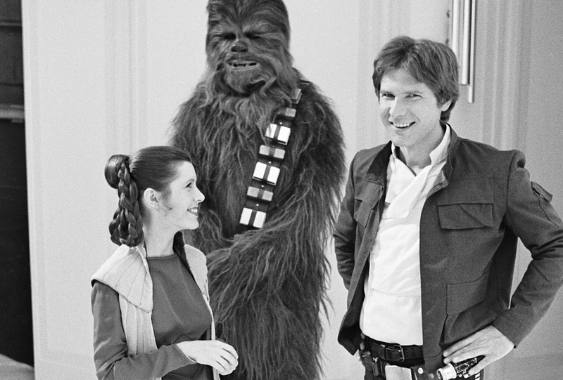 Carrie Fisher star wars carrie fisher grayscale han solo chewbacca 800x541