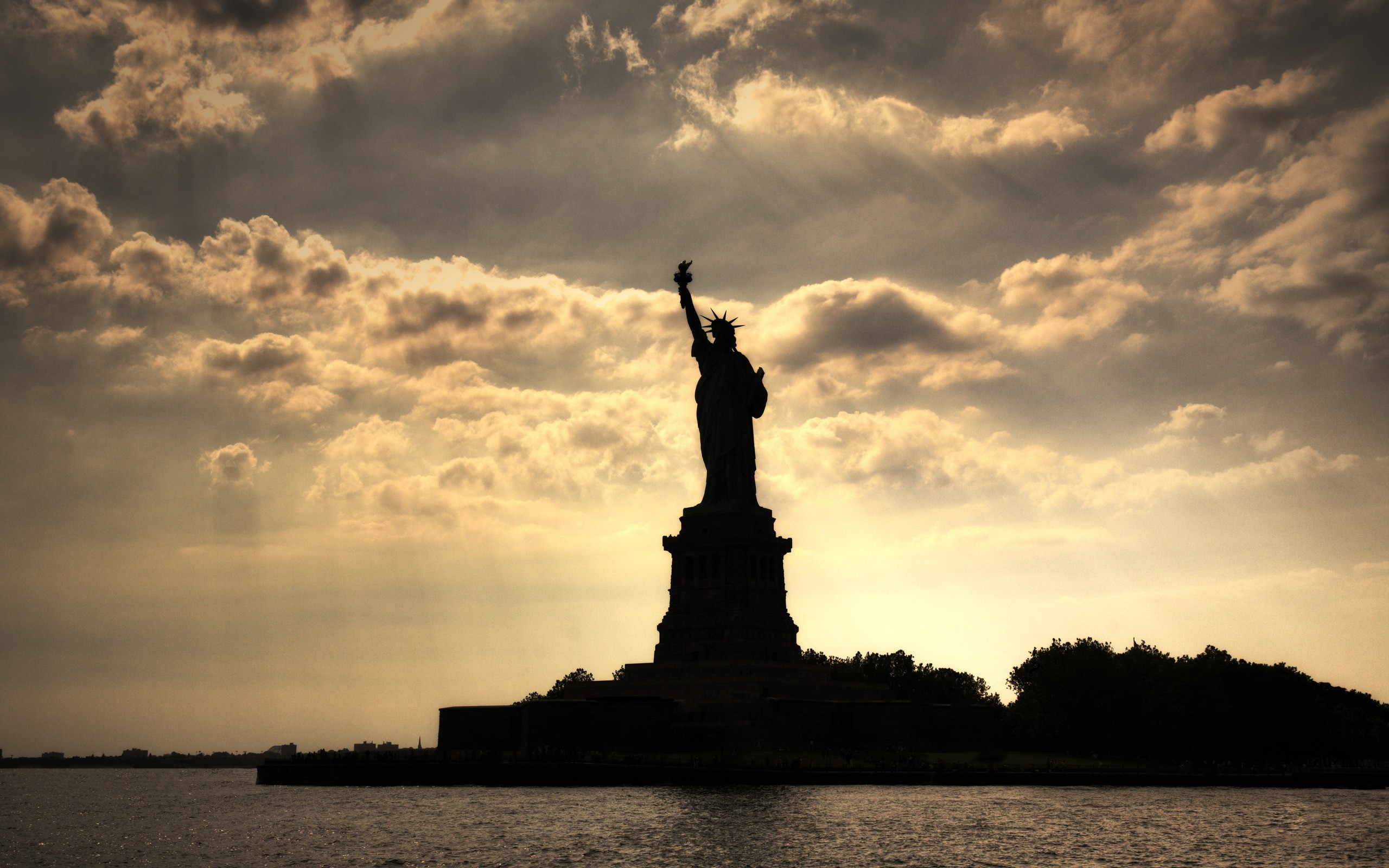 Best 20  Statue of liberty ideas on Pinterest | Statue of, Liberty ...
