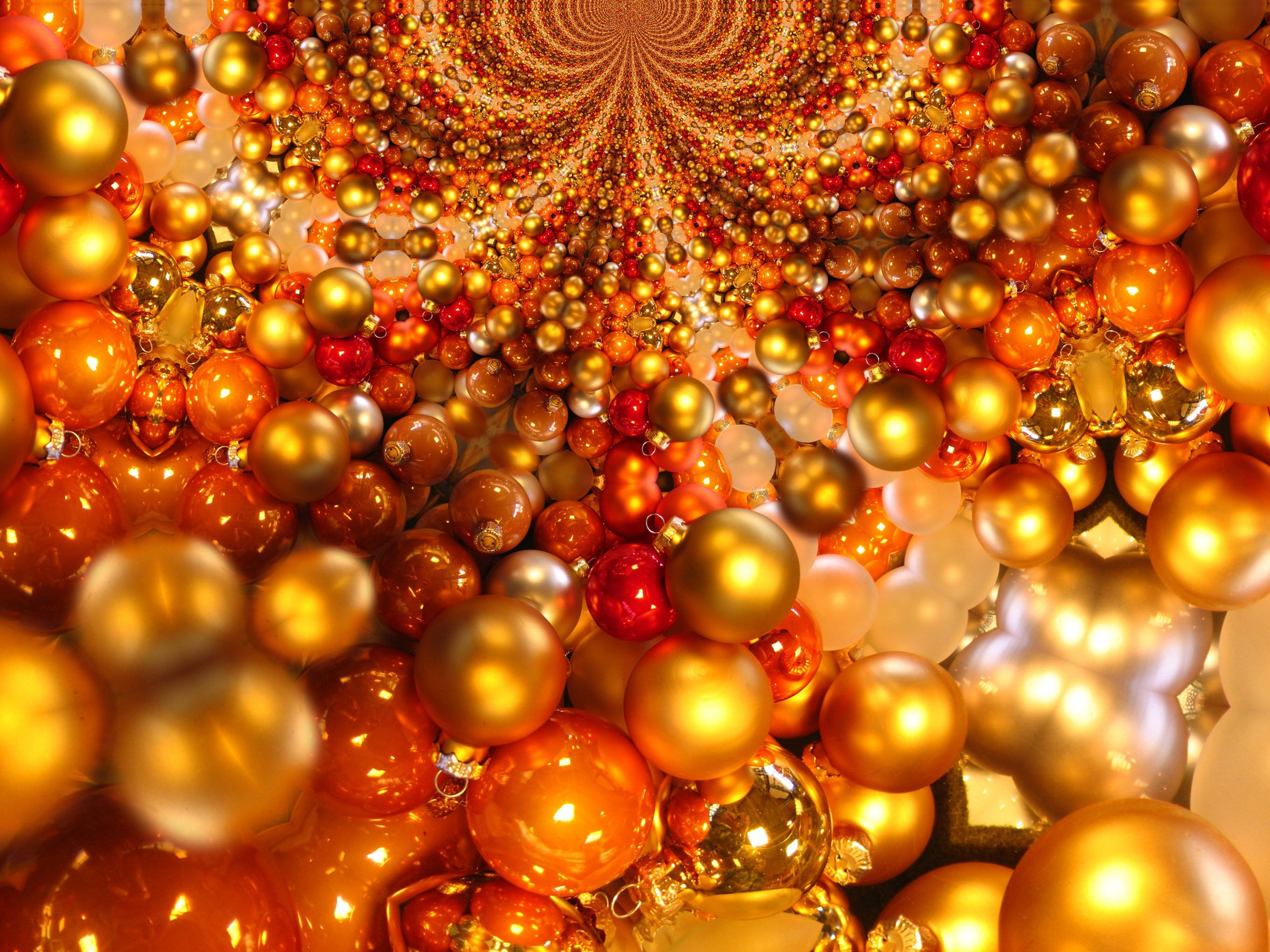 20 Great Ball or Bauble Themed Christmas Wallpaper or 2722x2041