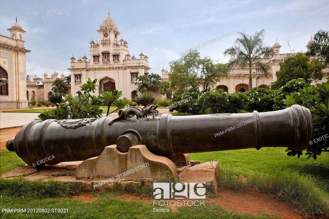 Cannon with palace in the background Chowmahalla Palace 1049x699