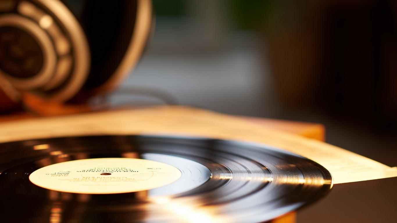 Download Wallpaper 1366x768 vinyl record vinyl music close up 1366x768