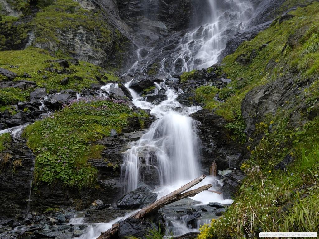 desktop waterfalls wallpapers hd waterfall wallpaper beautiful picture 1024x768