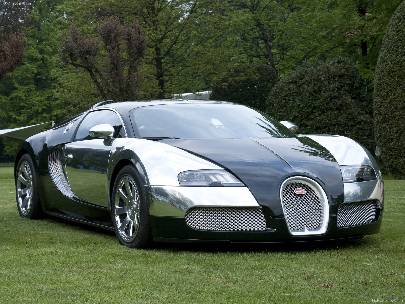Adorn your desktop screen with attractive Bugatti car wallpapers 1600x1200
