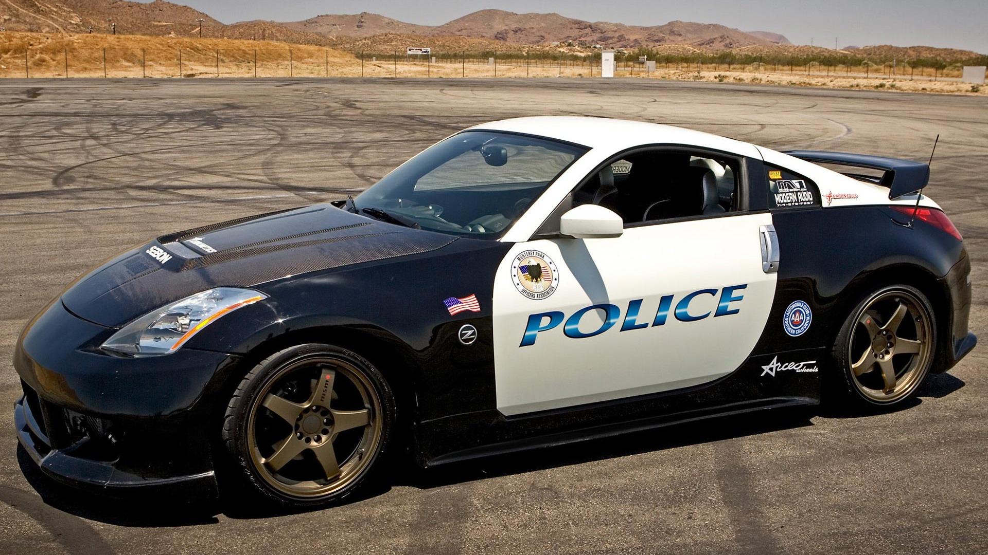Download Nissan 350Z police car wallpaper 1920x1080