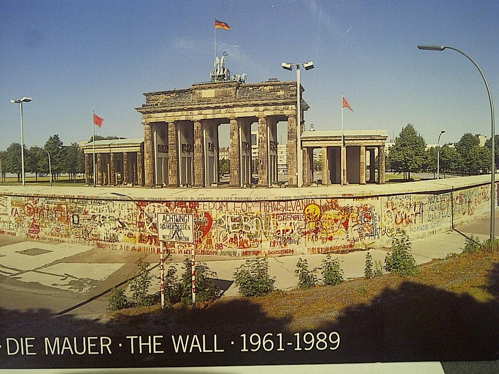 Brandenburg Gate Wallpaper 21   1024 X 768 stmednet 1024x768