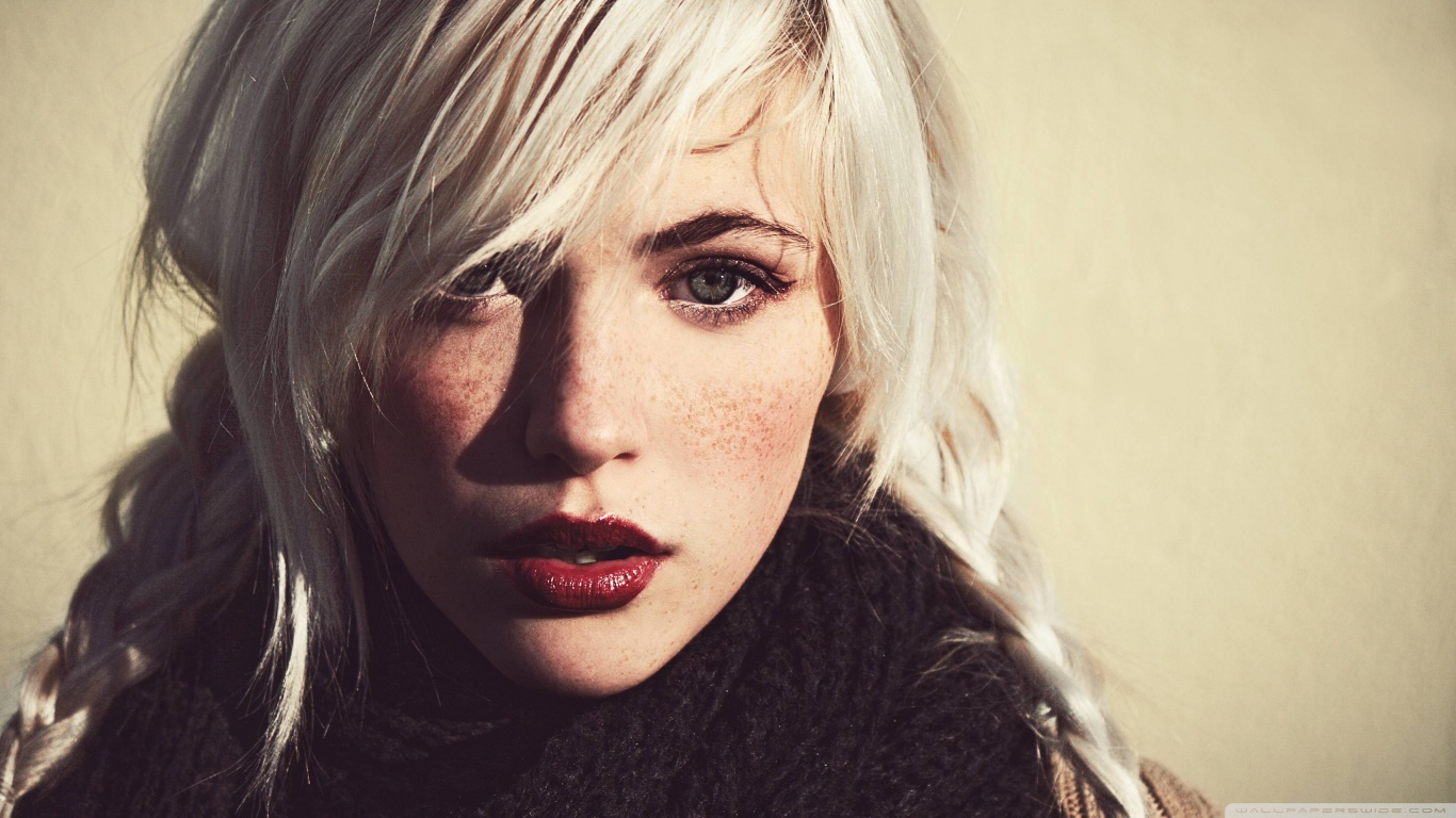 Girl White Hair and Dark Eyebrows 4K HD Desktop Wallpaper 1366x768