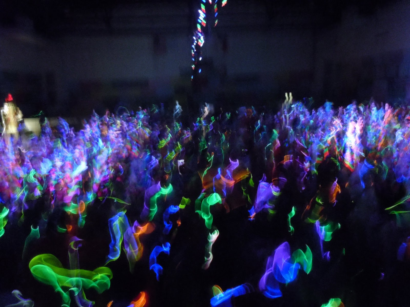 an overview of the characteristics of rave parties Speed overview view score news reviews the music of dance and rave parties - contain the following characteristics, which appear in speed.