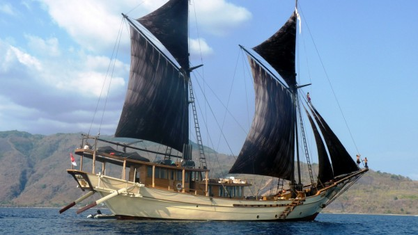 With Black Sails   Wallpapers HD Download Desktop HD Wallpapers 600x338
