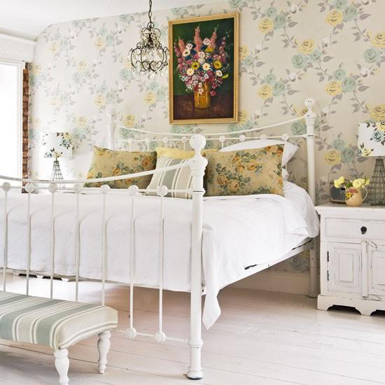 Traditional Cottage Bedroom Decorating Idea Housetohomeco 550x550