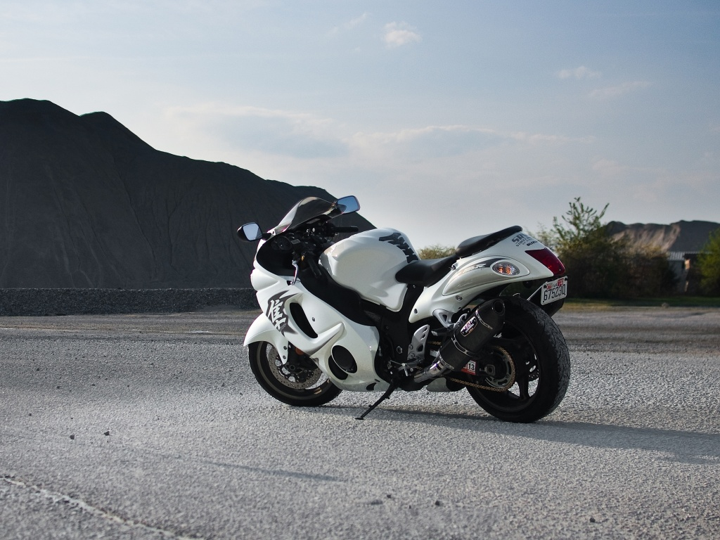 Suzuki GSX1300R Hayabusa white wallpaper HD Desktop 1024x768