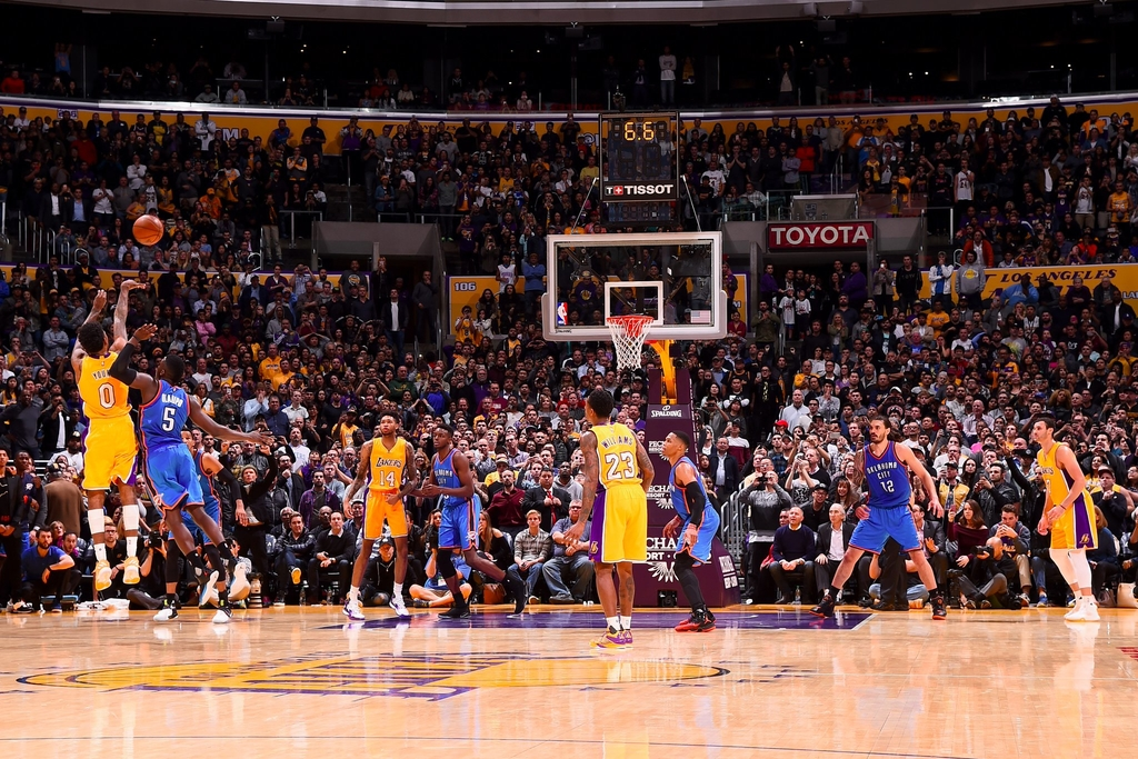 WATCH Nick Young Hits Game Winning Three vs OKC 1024x683