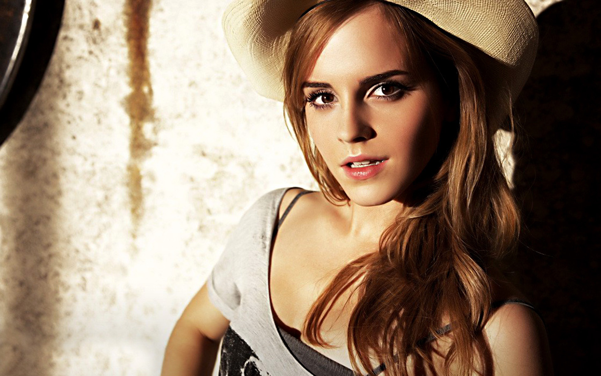Emma Watson Wide Exclusive HD Wallpapers 4125 1920x1200