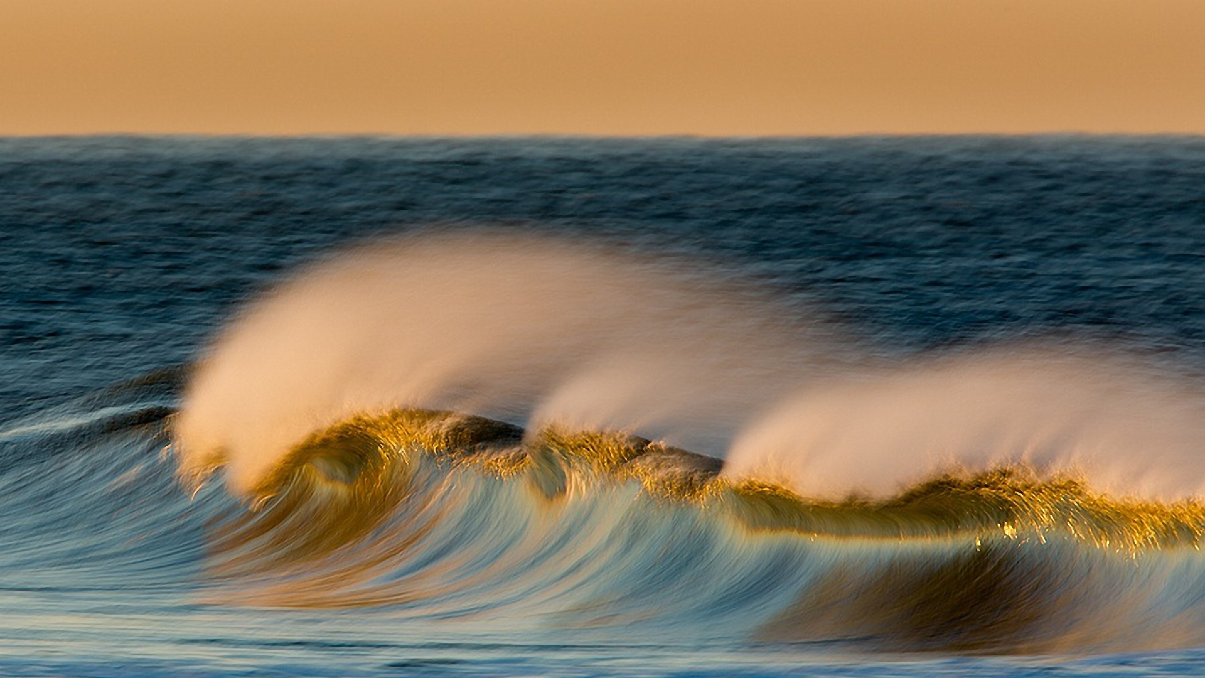 Download Wallpaper 3840x2160 landscape wave ocean sea spray 4K 3840x2160