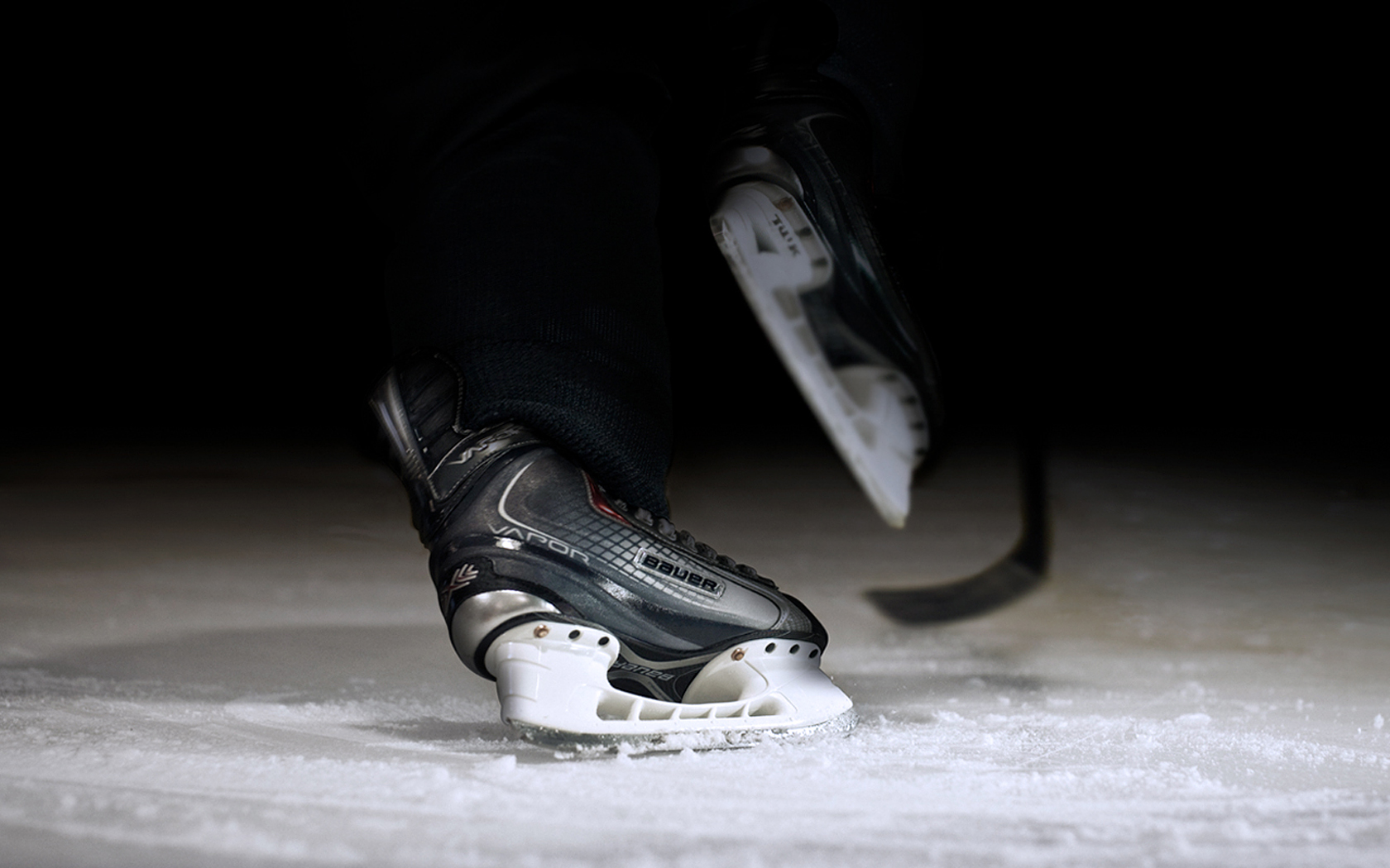 httpwwwfreecodesourcecomwallpaperswallpaperBauer On The Ice 1680x1050