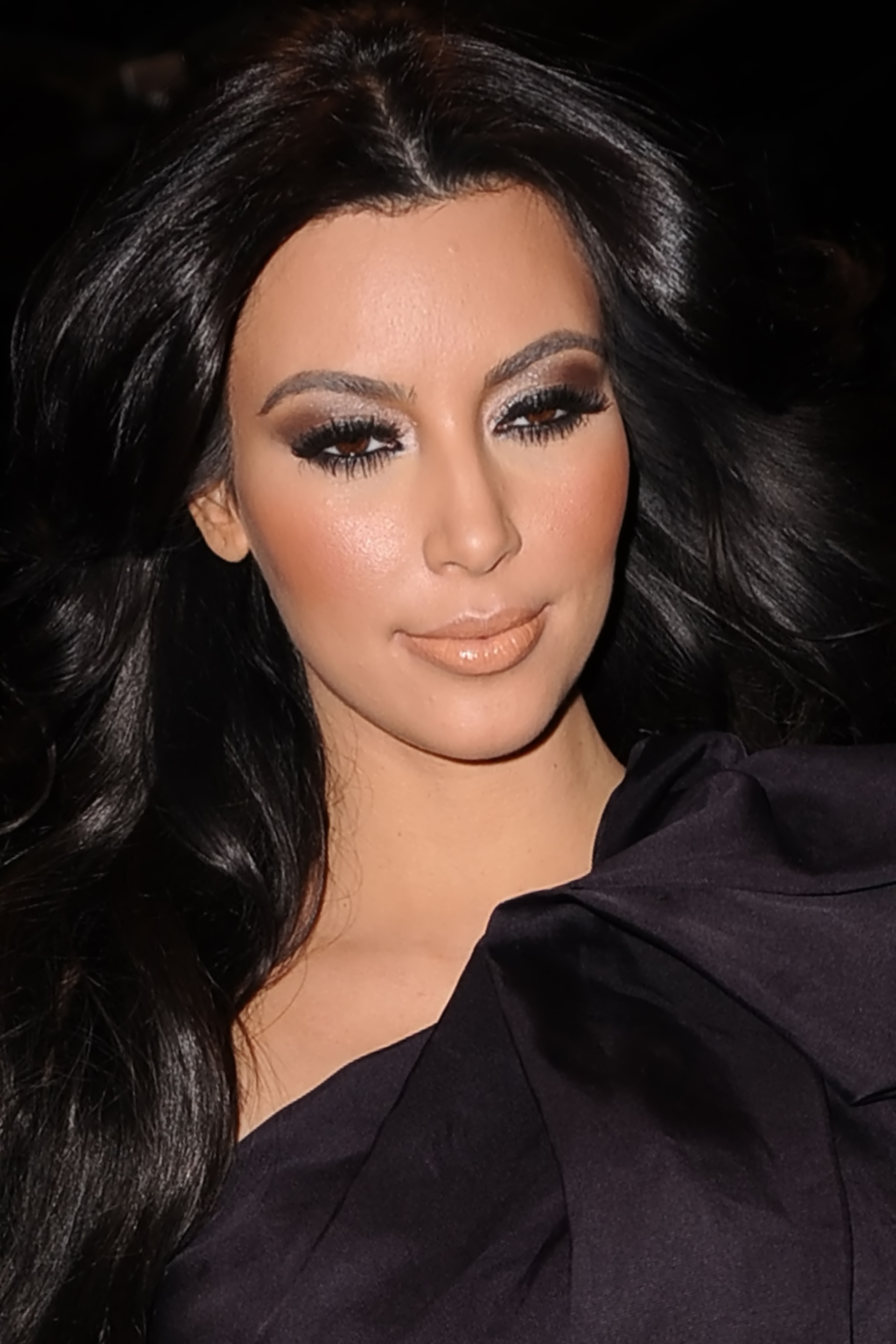 Kim Kardashian Iphone Wallpaper Kim kardashian 1 1920x2880