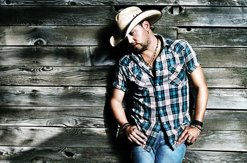 Jason Aldean is an American country music singer 1024x679