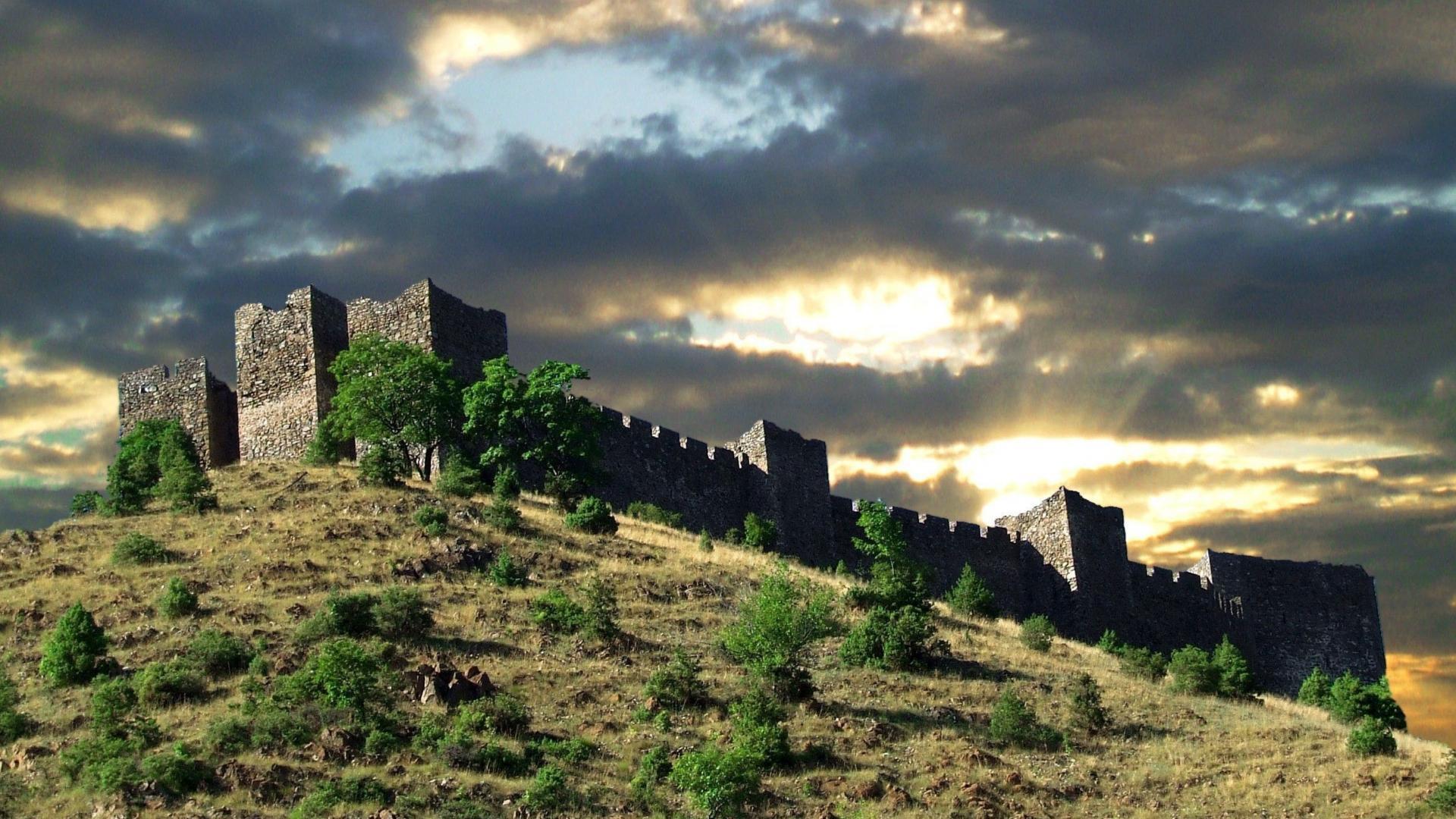HD Castle On Hill In Kralijevo Serbia Wallpaper Download 1920x1080