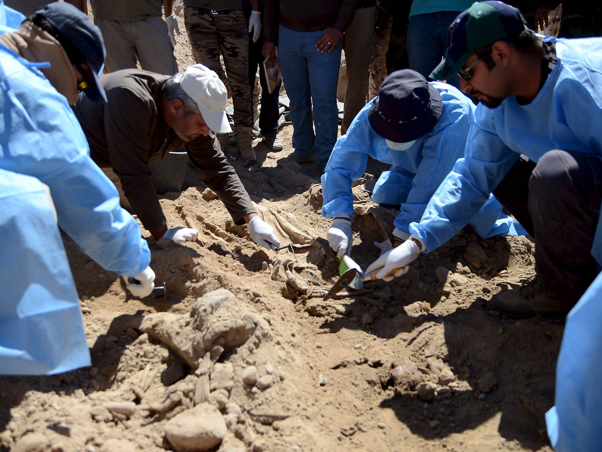 Isis mass graves Iraqi forensic teams begin excavating sites in 2048x1536