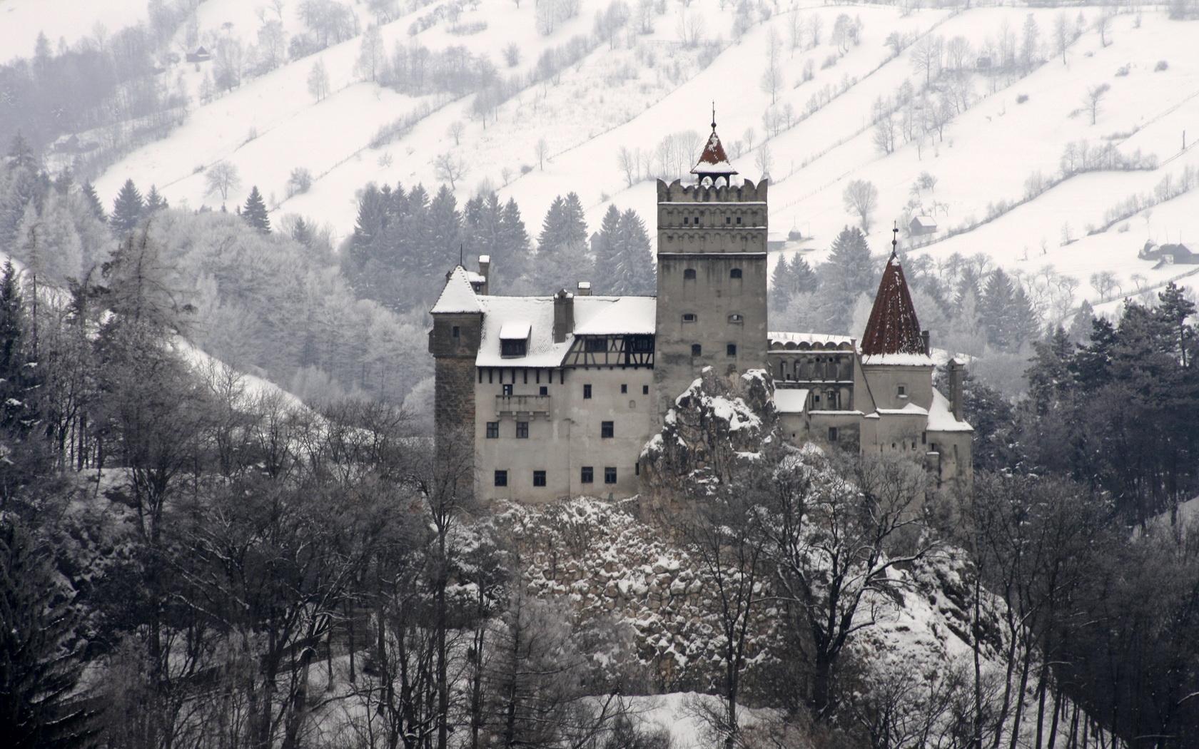 Draculas Castle Bran Transylvania Romania wallpaper background 1680x1050