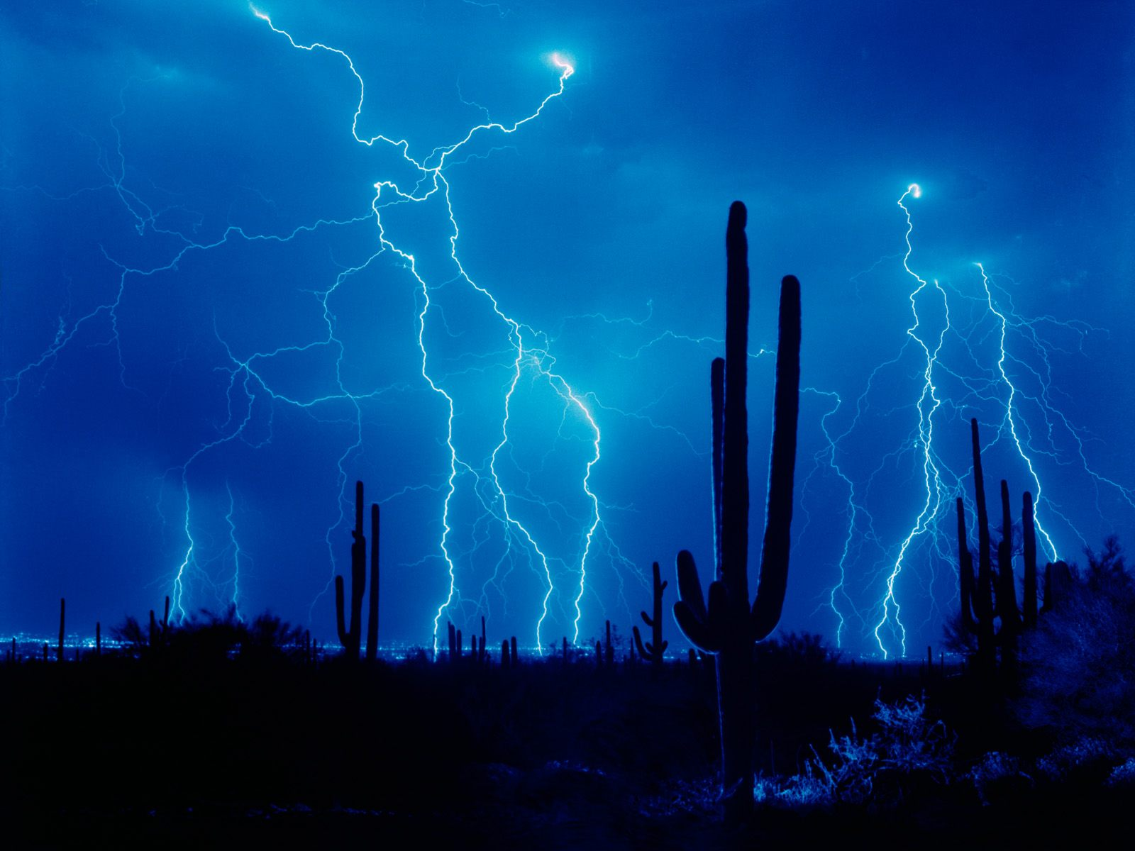 Desert Strike   Weather Wallpaper Image featuring Lightning 1600x1200