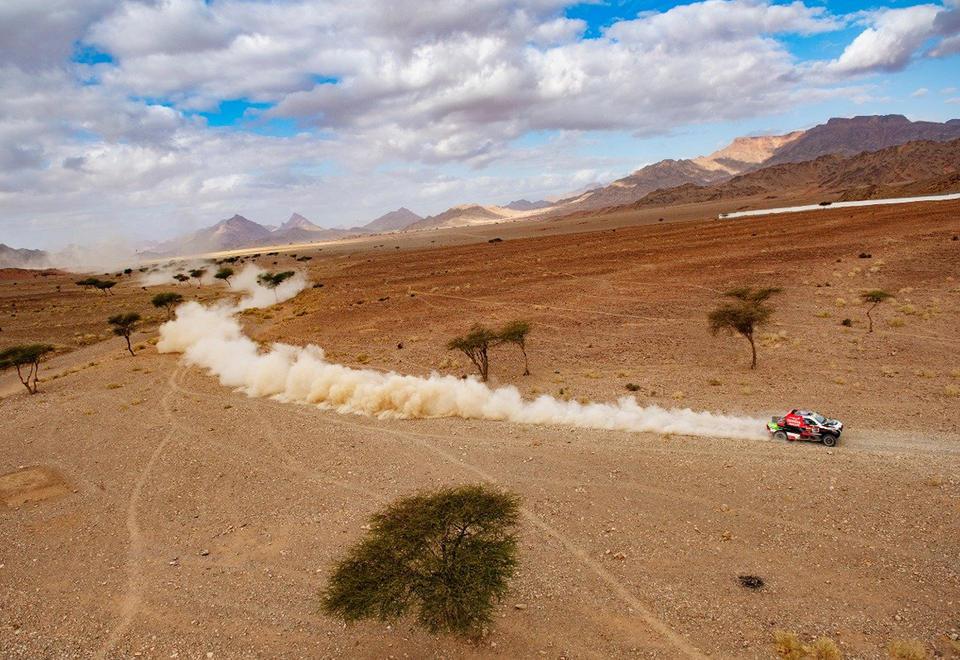 Carlos Sainz dominates stage 5 of Dakar Rally in Saudi Arabia 960x660