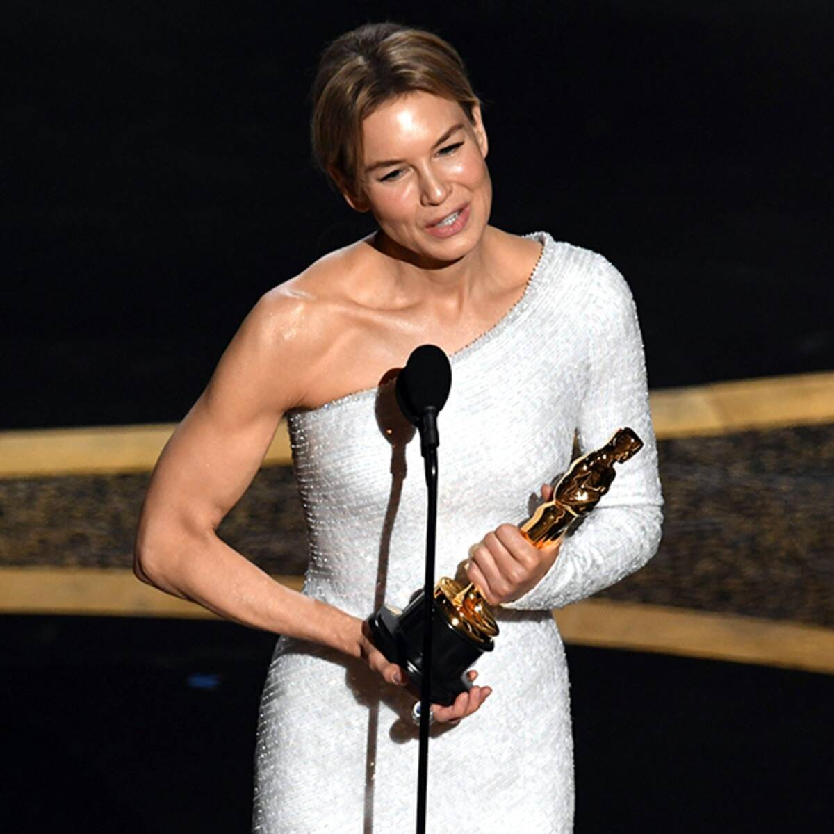 Rene Zellweger Sweeps Awards Season With Her 2020 Oscars Win E 1200x1200