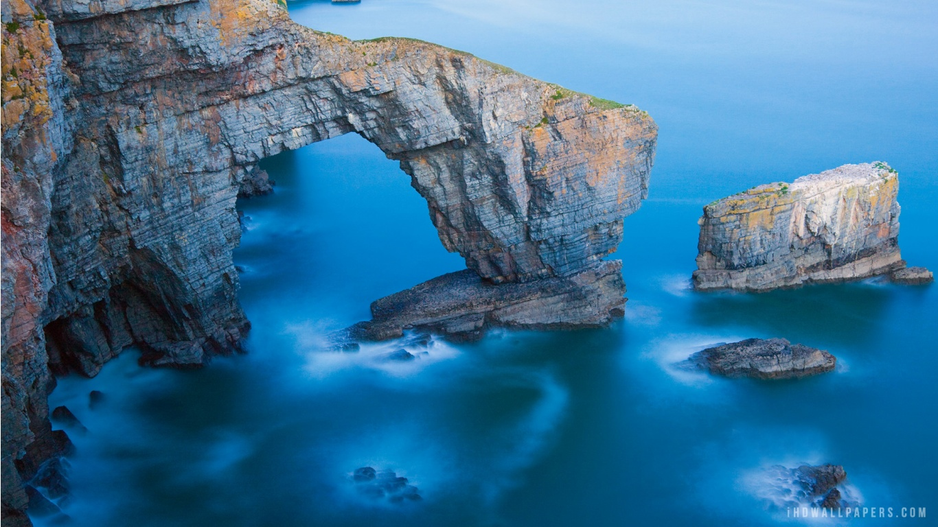 Green Bridge of Wales in Pembrokeshire Coast National Park Wallpaper 1366x768