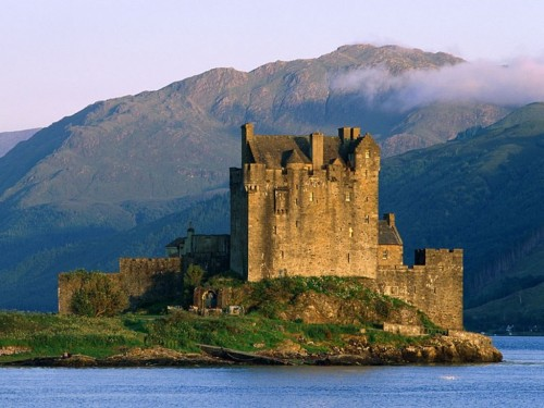 Eilean Donan Castle Near Dornie Scotland Screensaver Screensavers 500x375