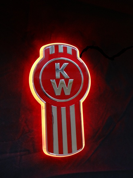Pin Kenworth Logo 450x600