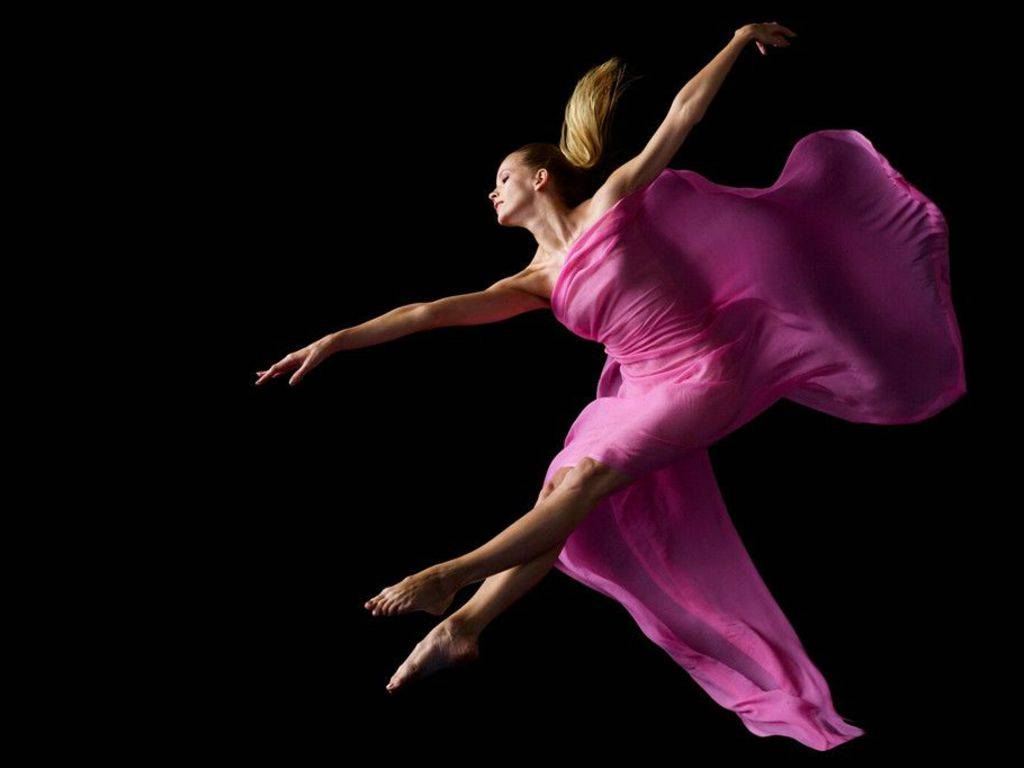 Beautiful dance in pink Beautiful dance in pink desktop wallpaper 1024x768
